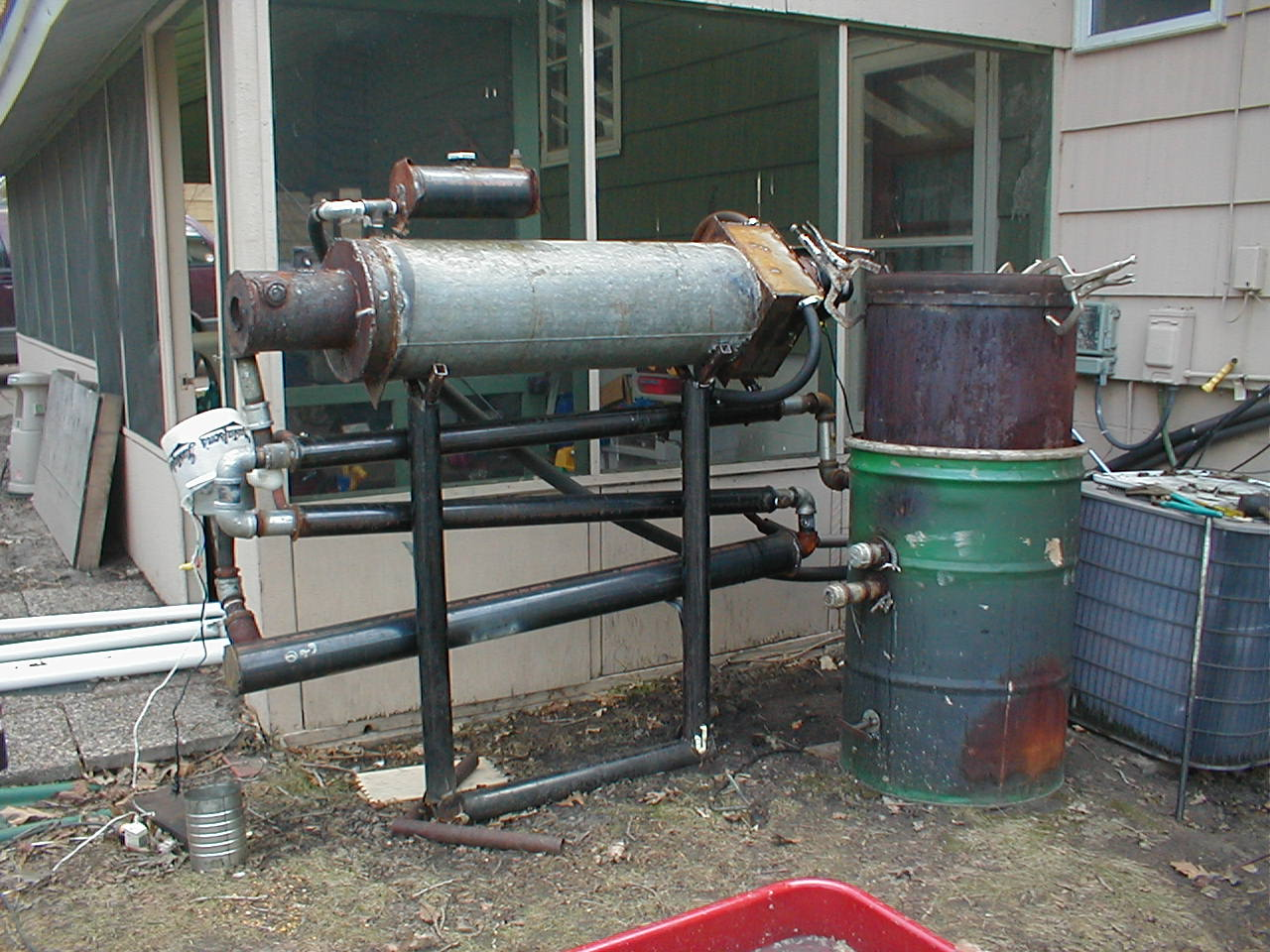 The gasifier is on the right side